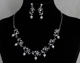 Rhinestone/Pearl Necklace Set. Listing  119245644