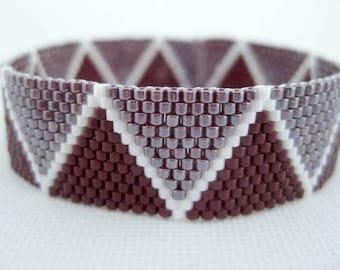 Peyote Bracelet  / Seed Bead Bracelet in Currant and White / Peyote Chevron Bracelet / Beaded Chevron Bracelet / Geometric (Made to Order)