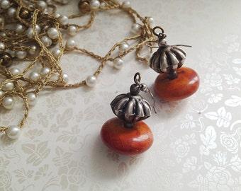 Vintage Rustic Dangle Earrings. Brown. Orange. Metal. Silver. Antique Silver. Round. Disc. Boho. Southwestern. 1980s.