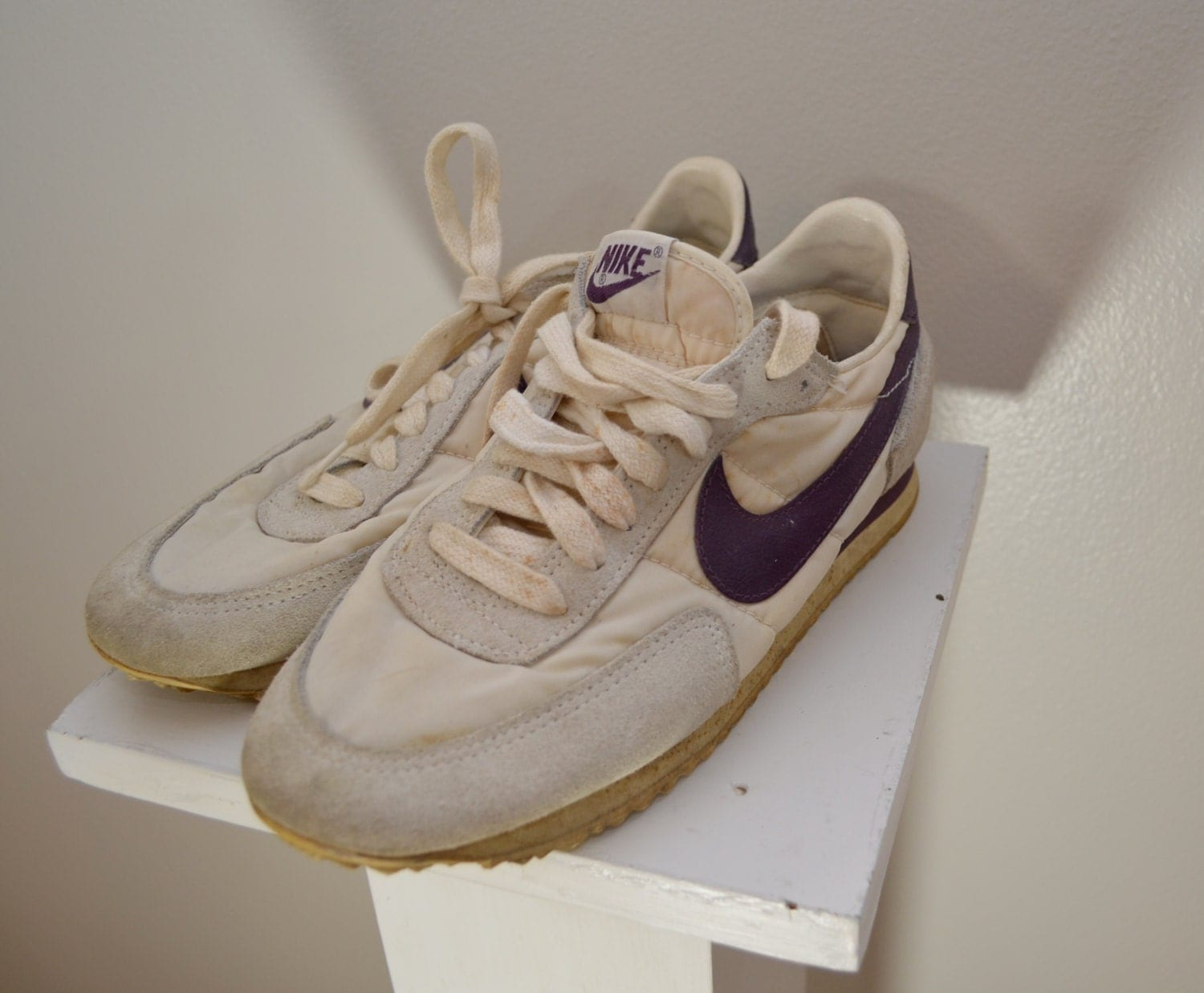 Vintage NIKE 1970's 80's Womens Tennis Shoes Sz. 8.5