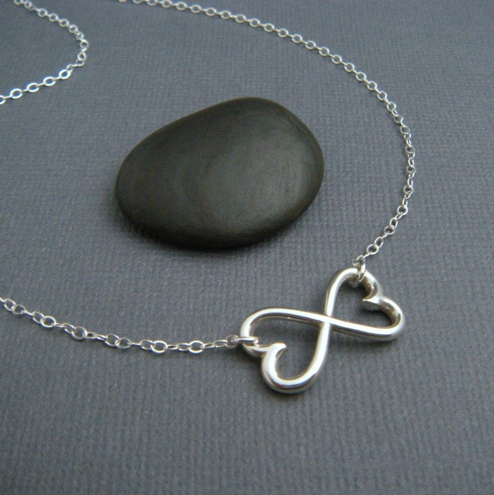 heart infinity necklace large silver heart necklace silver. Black Bedroom Furniture Sets. Home Design Ideas