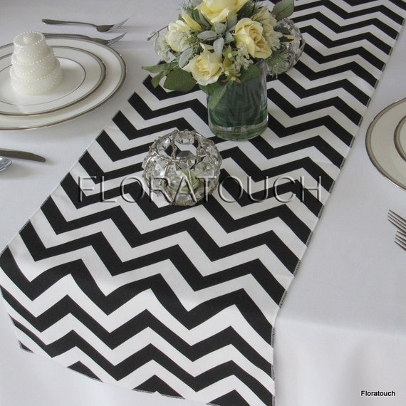 blanc et noir chevron table runner zigzag mariage chemin de. Black Bedroom Furniture Sets. Home Design Ideas