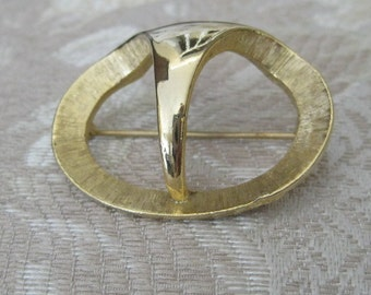 Vintage Signed Sphinx Goldtone Pin Brooch