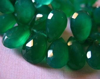 Shop Sale.. 3 6 12 20 pcs, GREEN ONYX Chalcedony Pear Briolettes Beads, Luxe AAA, 10-12 mm, emerald green may birthstone holidays 1012 solo