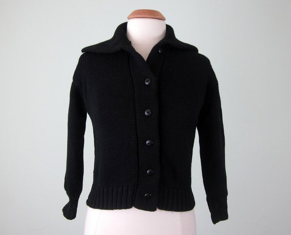 40s sweater / black wool knit cropped button cardigan (s - m)