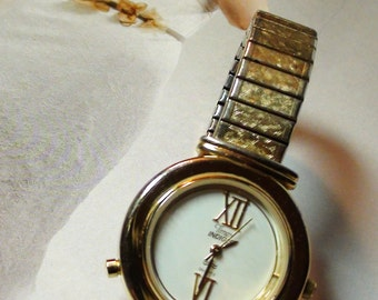 Unisex Timex Indiglo Vintage Wristwatch Stretchable Band Medium wrist Internal light ALL Working a Beauty to have On SaLe Now