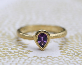 Purple sapphire ring. Pear shape sapphire ring. 18k yellow gold sapphire ring.Purple sapphire engagement ring.Hammered ring design.
