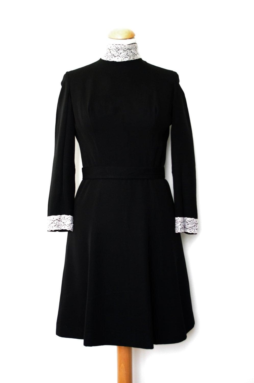 robe vintage des ann es 30 fa on ann es 60 noire en cr pe avec. Black Bedroom Furniture Sets. Home Design Ideas