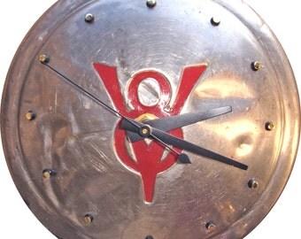 Ford V-8 (Vintage) Hubcap Clock (v1210 hub cap)