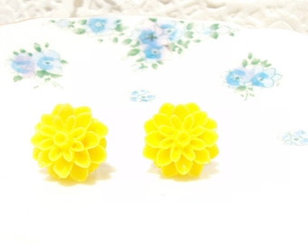 Once Upon A Golden Summer - Yellow Flower Stud Earrings - Mum Earrings - Crysanthimum