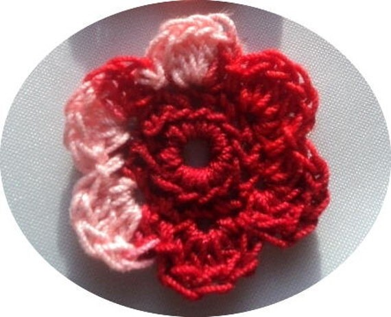 Stunning verigated red crochet flowers