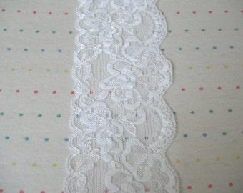 "Destash 3"" Wide White Floral Print Stretch Lace - 2 Feet"