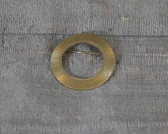 Vintage Open Round Radiating Brooch