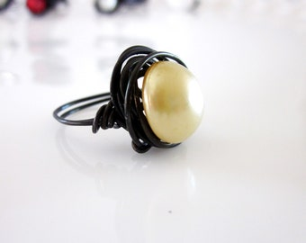 Vintage Faux Blonde Pearl Button Wire Wrapped Nest Ring Size 6.5