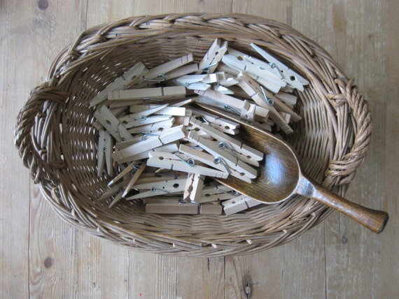 100 vintage clothespins, wooden clothes pins, clothes pegs, laundry supplies, clip style clothespins,