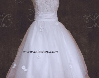 50s Retro Bombshell Style Tea Length Wedding Gown with Daisy Flowers