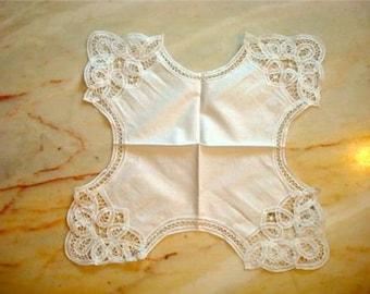 8 Vintage lace napkins unusual shape bread basket scalloped antique fingertip