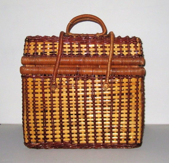 Woven Basket With Hinged Lid : Gorgeous woven vintage wicker picnic basket with hinged lid by