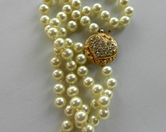 Flappers girls Gorgeous antique simulated pearls necklace - Vtg  1960s - butterluster pearls- great clasp of crystals --Art.681/2 --