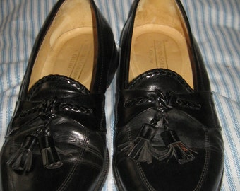 VINTAGE Johnston & Murphy Cellini BLACK leather tassel loafer, Vintage mens loafer, Made in Italy, Size 9 1/2M, mens classic tassel loafer