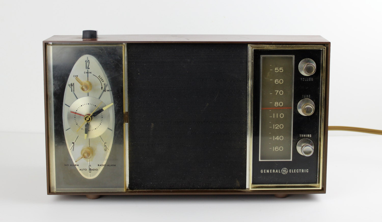 sale vintage general electric alarm clock radio by. Black Bedroom Furniture Sets. Home Design Ideas