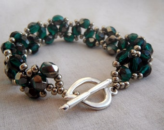 Beaded Bracelet - Wavy Emerald Green (Pantone 2013) and Silver