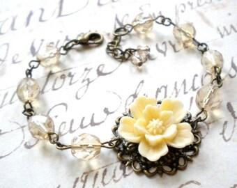 Shabby Chic Bracelet Ivory Flower Bracelet Rustic Wedding Jewelry Shabby Chic Jewelry Ivory Bridesmaid Bracelet Cottage Wedding Jewelry