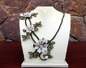 Ivory rose bib-white cream daisy necklace with smoky green  leaves, Beige Bridal Floral Necklace,White Cream ivory choker,
