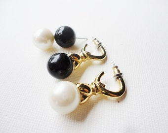 Interchangeable pearls earrings  4 pairs in 1  pearls and black pearls studs to dangles