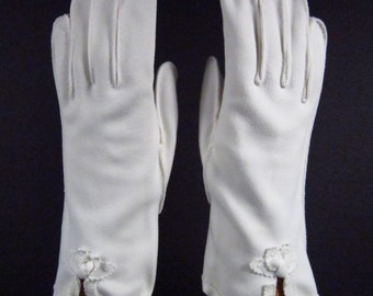 7-7-1/2-Vintage decorative off white ivory dress/prom/church gloves- 9 inches long(84g)