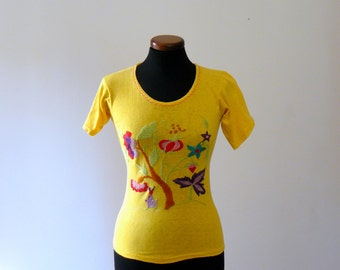 Vintage 1970s top. Mexican embroidered shirt. yellow boho T-shirt. hippie ethnic top