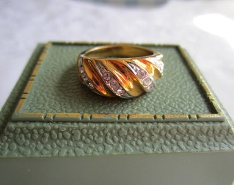Vintage Gold Tone Band Style Ring with Clear Rhinestones