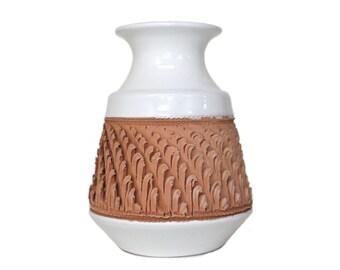 Mid-Century Modern Italian Pottery Vase .  Raymor Bitossi Era