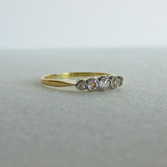 Graduated Diamond Wedding Ring. Classic Five Stone Ring in Yellow Gold and Platinum.