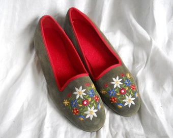 EMBROIDERED Green-Gray Floral Loafers