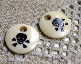 4 Skulls Halloween Skull Bead Antiqued Bone Bead Pendant 28mm