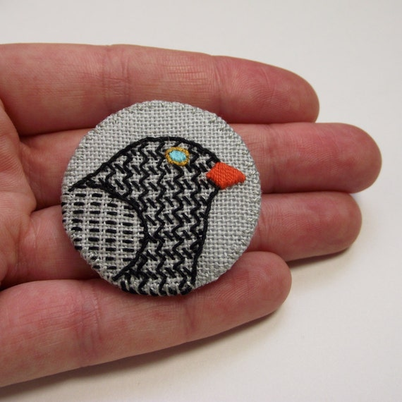 Blackbird Birdseeker Badge. Linen brooch.