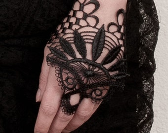 Tiny fingerless glove / Lace brecelet / Venise embroidery / Lace glove / Tribal Fusion / Hand jewelry / One glove