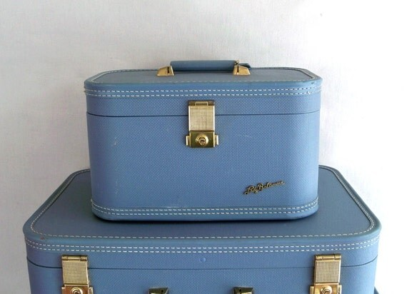 Mid-Century Lady Baltimore Train Case - Make-up Case With Mirror & Tray