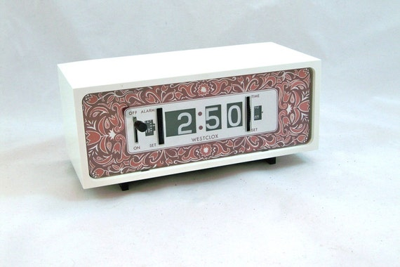 1970s westclox flip clock roll number alarm by leapinglemming. Black Bedroom Furniture Sets. Home Design Ideas