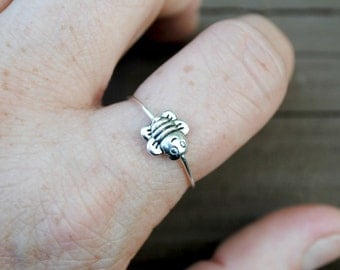 Wire Ring Spinning Tiny Bumble Bee Non Tarnish Silver Plated Wire  Adjustable