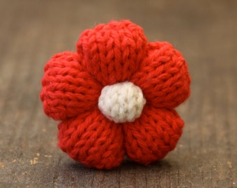 KNITTED FLOWER CLIP