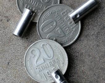 Vintage alarm clock winding knobs -- keys -- D16