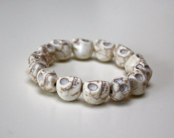 Howlite stone Skull bracelet - Off white cream - elastic stacking cuff