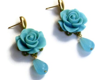 Turquoise colored quartz precious stone earrings with blue colored resin roses, a perfect gift for her mother's day, teardrop quartz earring
