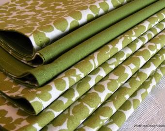 Boxwood Green Print Reversible Cloth Napkins // Set of 8
