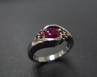 Engagement Ring with Ruby and Garnet in Platinum, Ruby Ring, Ruby Engagement Ring, Carnet Ring, Carnet Jewelry, Wedding Band, Wedding Ring