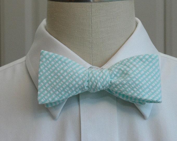 Men's Bow Tie in mint seersucker, wedding party tie, groom bow tie, groomsmen gift, pastel bow tie, wedding accessory, self tie bow tie