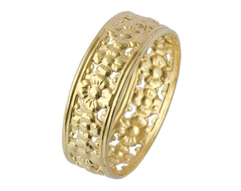 Vintage Openwork Floral Wedding Band in Yellow Gold