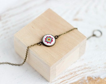 Charm bracelet with bright ethnic embroidery br003